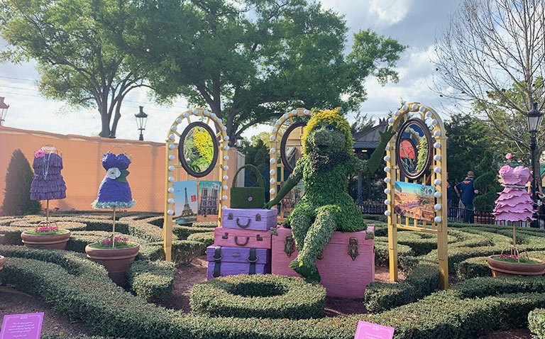 Miss Piggy Topiary 2019 Epcot Flower and Garden Festival Topiaries | Mouse Memos Disney Blog